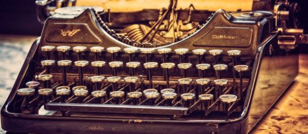 Asesoría en escritura y estructura de novela. Máquina de escribir