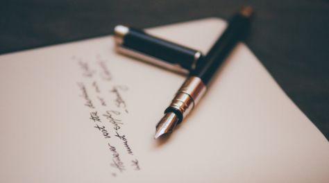 Bolígrafo y libreta. Escritura de poemas