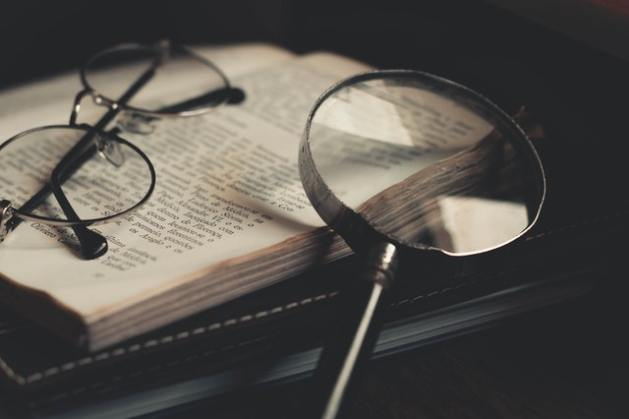 lupa-lentes-libro-correccion-ortografica-y-correccion-de-estilo